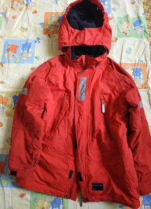 Курточка красная теплая не продуваемая 10-11лет, 146 рост