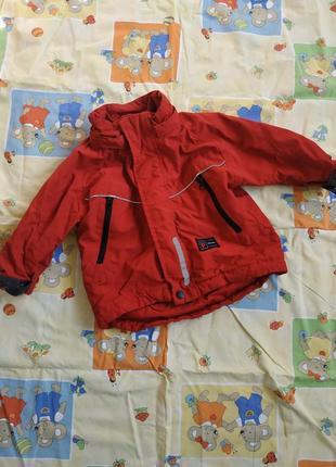Непродуваемая красная курточка с отражателями