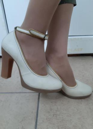 Кожаные туфли fly london
