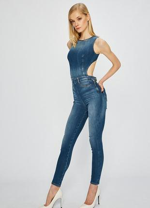 Шикарный джинсовый  женский комбинезон guess новый