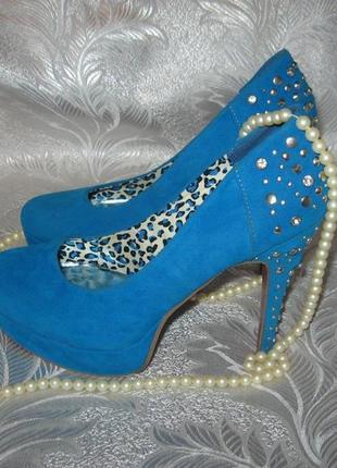 Розкішні туфельки насиченого синього кольору!