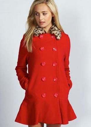 Брендовое красное демисезонное пальто с меховым воротником и карманами boohoo