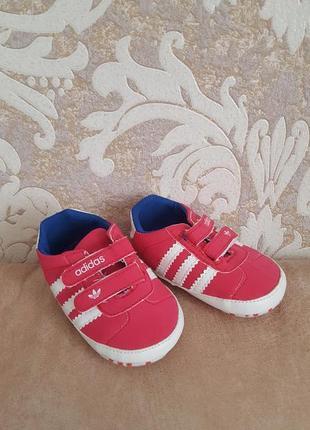 Стильные фирменные кроссовки