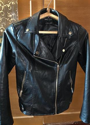 Кожанная куртка{кожанка} чёрная