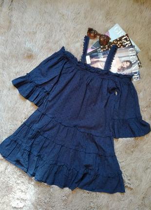 Красивое платье с воланами и открытыми плечами/сарафан
