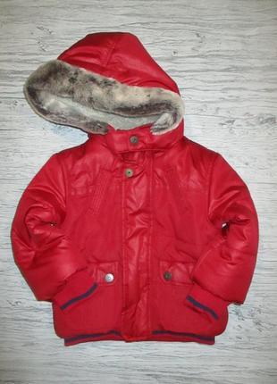 Хорошенькая красная демисезонная куртчока фирмы m&co на 12-18 мес.