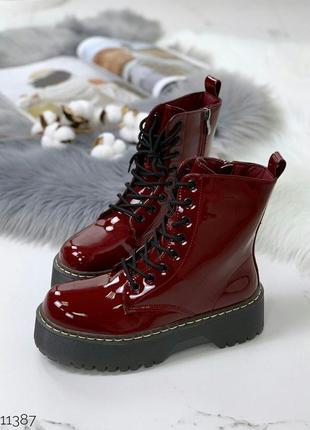 Шикарные лаковые ботинки деми цвета марсала