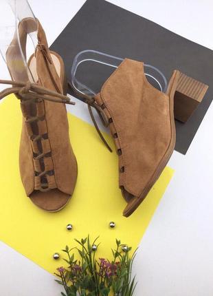 Женские шнурованные босоножки под замшу на толстом каблуке