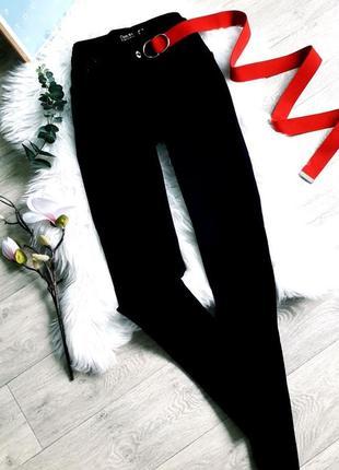 Базовые черные джинсы на высокой посадке capitto