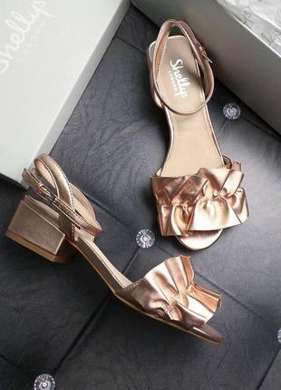 Shellys london оригинал стильные кожаные босоножки на небольшом каблуке
