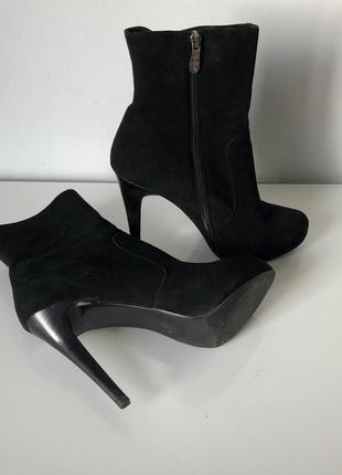 Ботинки на высоком каблуке демисезонные