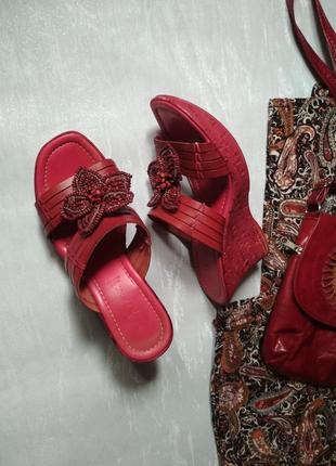 Итальянские кожаные шлепанцы на платформе декор цветы бренда next