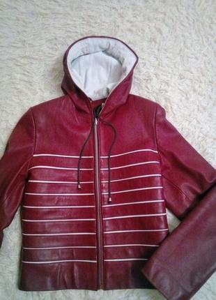 Кожаная куртка с капюшоном,размер м