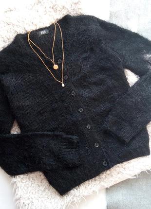 Пушистый чёрный кардиган на пуговках кофта свитер
