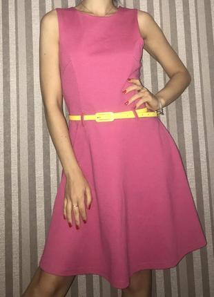 Необычное яркое платье на весну летно розовое с вырезом на спине свободное солнце клёш