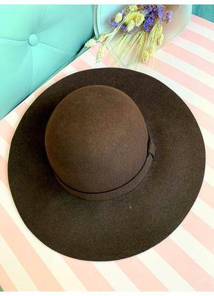 Шляпа с широкими полями naf naf