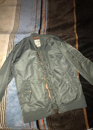 Бомбер куртка pull&bear