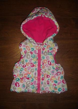 Фирменная уютная теплая жилетка девочке на 9-12 месяцев новое состояние