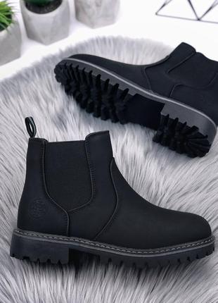 Стильные зимние ботинки челси черного цвета