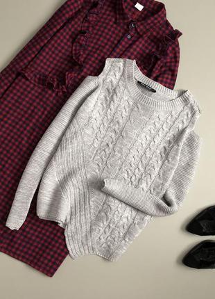 Милый свитер с косами и открытыми плечами select