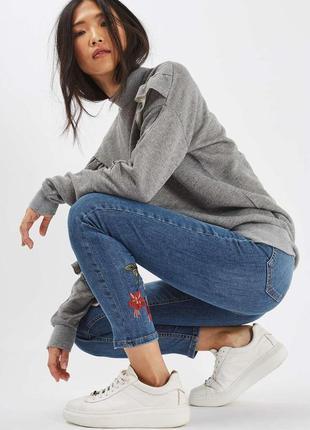 Трендовые новые синие штаны, джинсы скини с вышивкой/цветами topshop moto, w25 l32