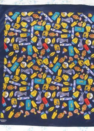Красивый шелковый платок каре