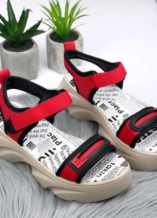 Стильные красные босоножки на липучках