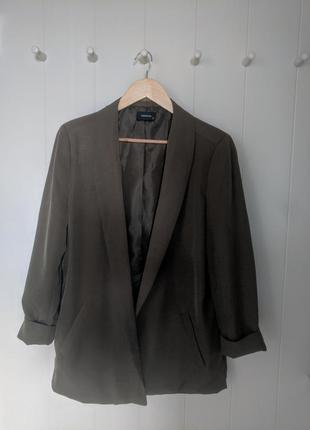 Оливковий піджак