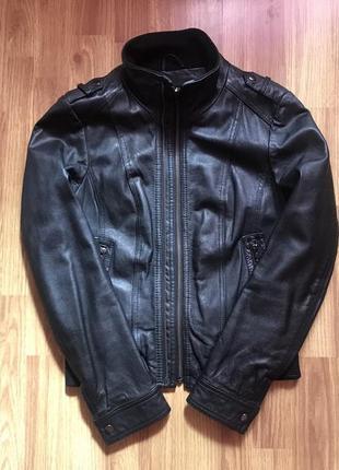 Женская базовая осенняя черная кожаная куртка кожанка zara