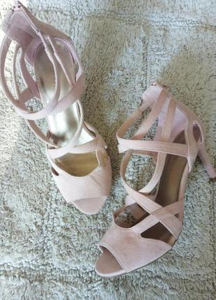 Босоножки розовые пудра от marks & spencer