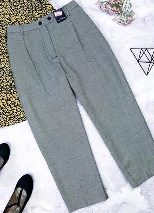 Стильные укороченные брюки с биркой