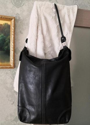 Стильная большая кожаная сумка.