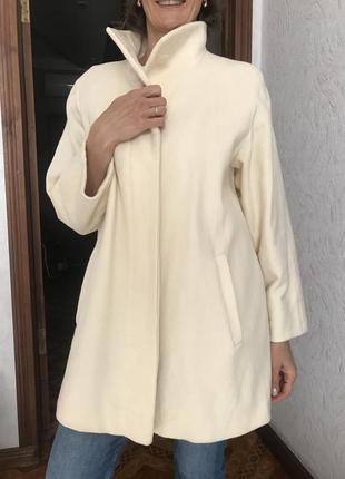 Красивое шерстяное пальто молочного цвета m&s 14/16