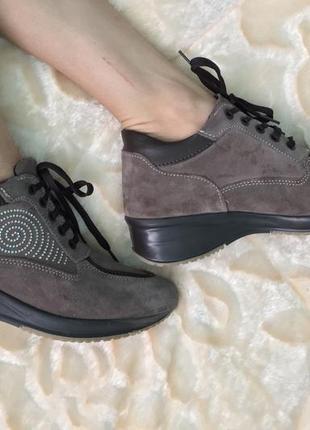 Женские кроссовки осень из италии натуральные