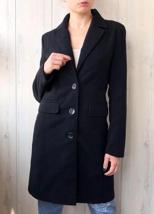 Чёрное удлиненное пальто от guess