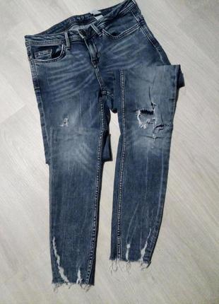 Брендовые брюки джинсы рваный низ zara