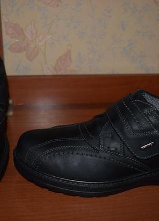 Кожаные туфли на липучке!