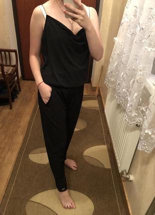 Чёрный комбинезон штанами mohito