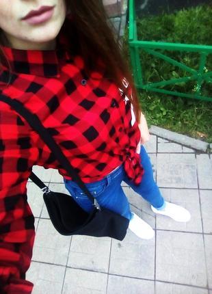 Стильная красная рубашка в клетку