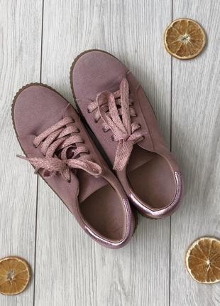 Пудрові замшеві кроси