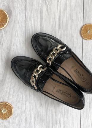 Красиві лакові туфельки -лофери