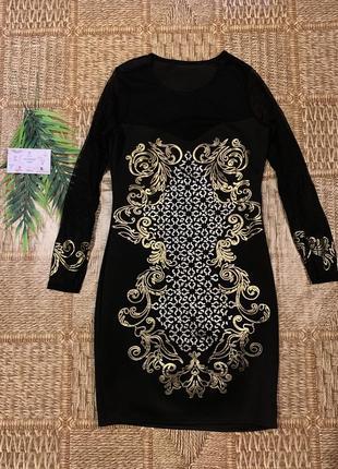Чёрное платье с золотым узором