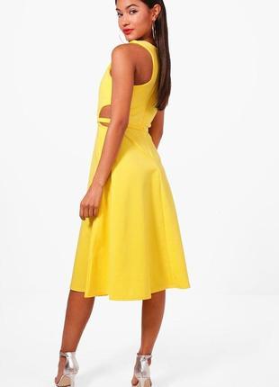 Яркое желтое платье с вырезами от boohoo