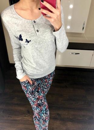 Хлопковая трикотажная пижама с длинным рукавом и штанами на манжетах