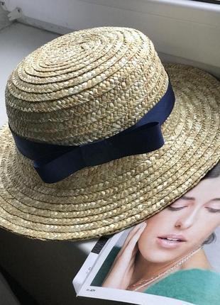 Соломенная шляпа канотье женская с темно-синей лентой