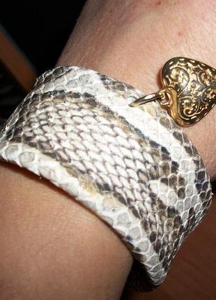 Эксклюзивный браслет из натуральной тисненой кожи с блеском.