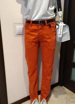 Брэндовые джинсы-скинни оранжевого цвета прямые узкие