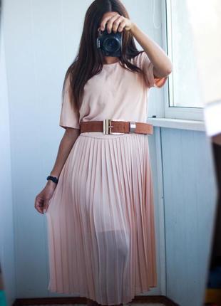 Платье с плиссировкой zara персик беж размер л