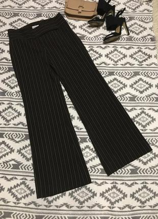 Классические брюки в полоску клеш