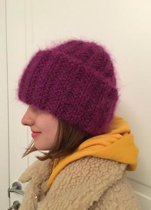 Мохеровая шапка фиолетового цвета